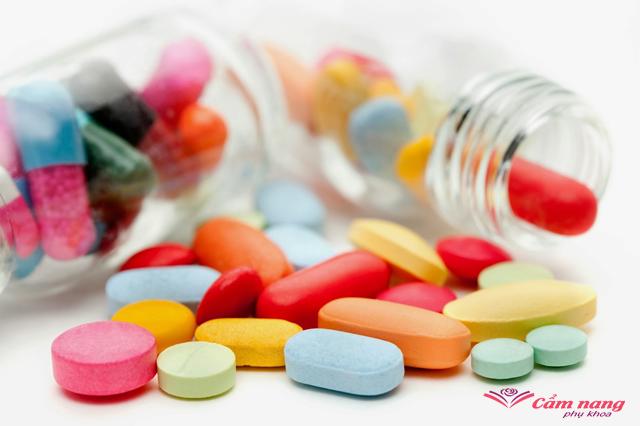 khí hư ra nhiều nên uống thuốc gì cho hiệu quả